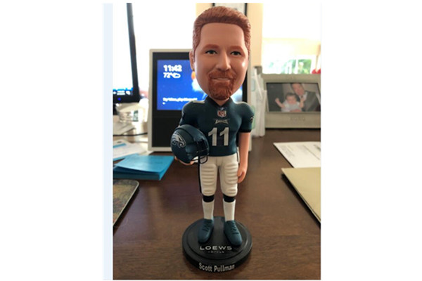 One of our New York customer-Glen bought bobbleheads from us.